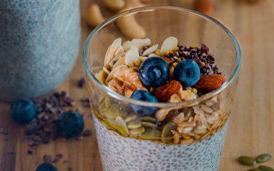 Fruitontbijt met geroosterde noten